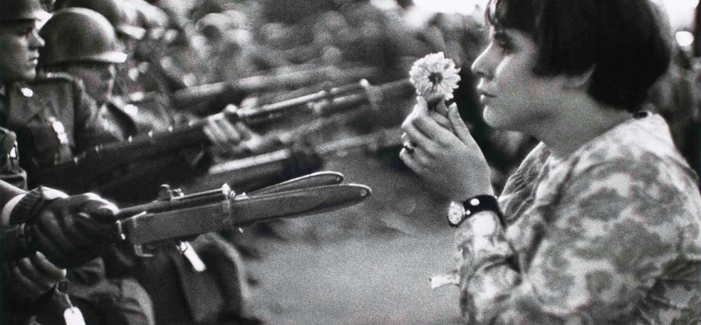 henri_cartier_bresson_photography_flowers_war_4