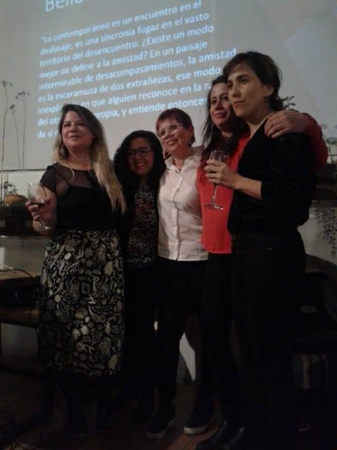 Noche de lanzamiento del primer número de la revista Sycorax. Casa Mitómana, Invernadero Cultural. Quito. Agradable y cálida exposición del formato de la revista y colaboradores.